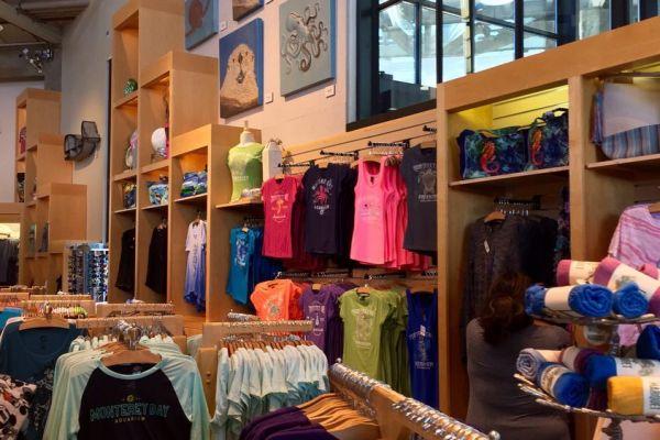 museum-display-monterrey-bay-acquarium-store-design-6AB7F39EC-D8E4-EC73-3768-51973A66E7C8.jpg