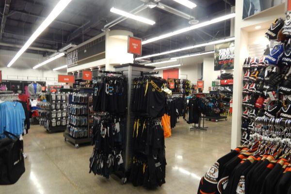 hockey-store-displaysD0506AD3-0BB7-CEB1-0C27-A3A966C496D8.jpg
